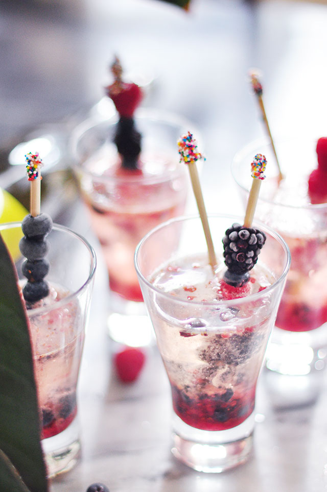mixed berry summer prosecco  cocktail 8