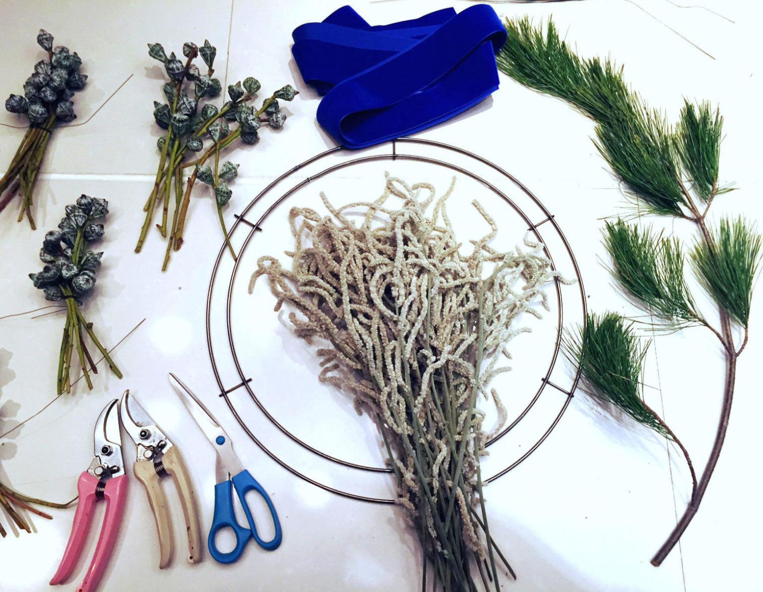 modern minimal wreath_blue velvet ribbon_2