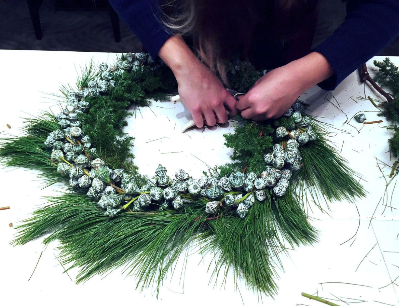 modern minimal wreath_blue velvet ribbon_5