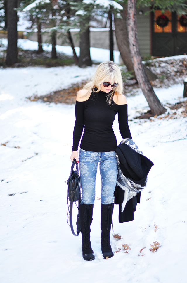 open shoulders_floral jeans_winter outfit in the snow