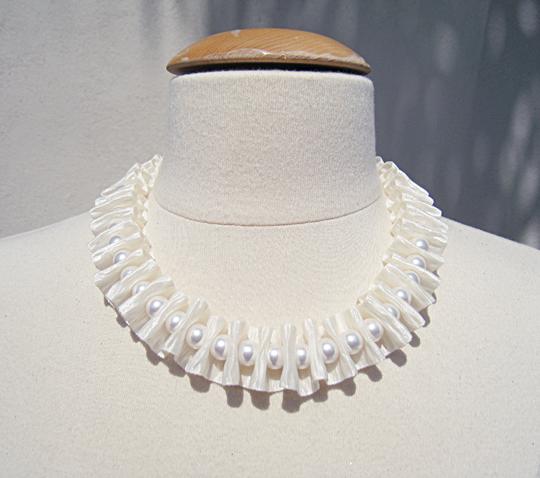 pearl ribbon accordion necklace