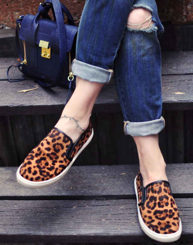 ripped jeansw+leopard shoes+ phillip lim bag