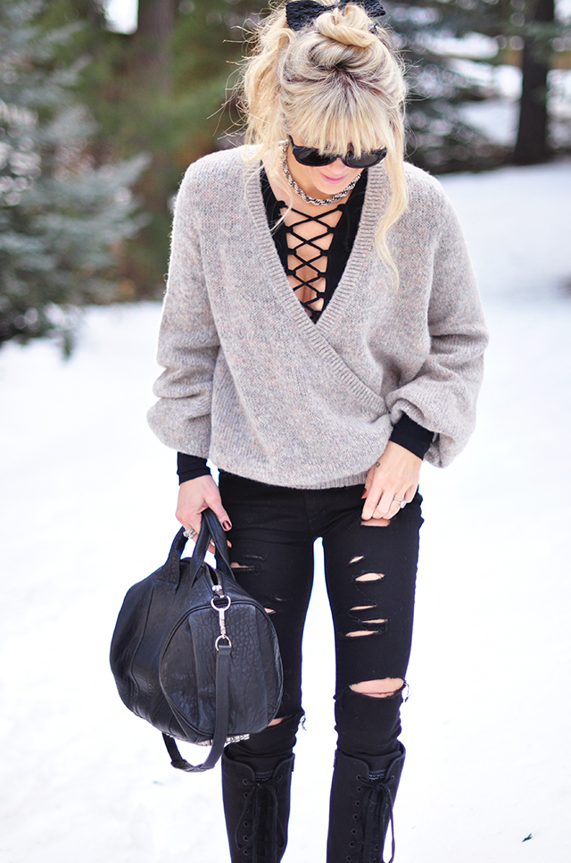 rippped jeans in the snow_lace up top