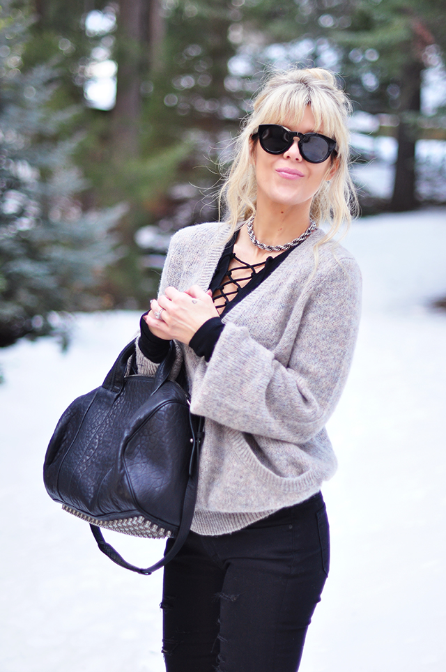 style in the snow_black and gray