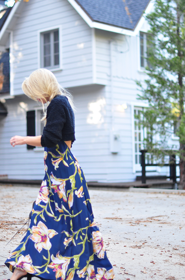 tropical-maxi-dress-with-cropped-sweater-for-fall