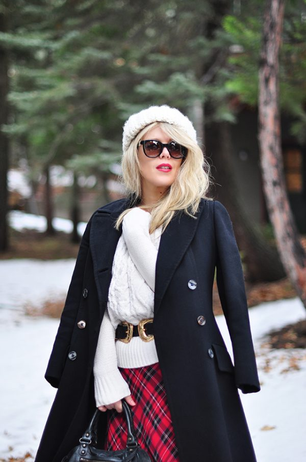 winter-style-in-the-snow_vintage-military-coat
